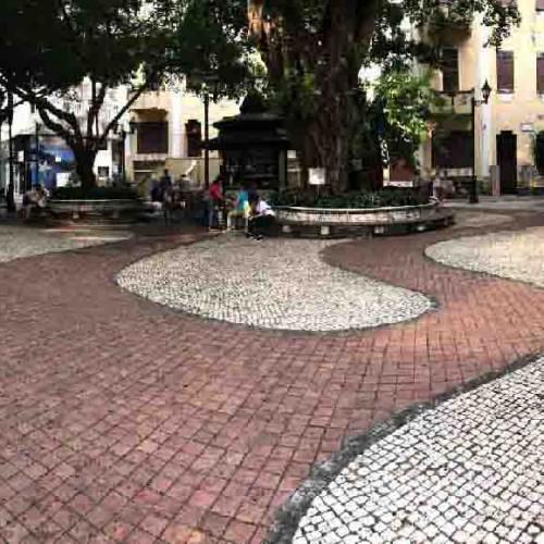 リラウ広場